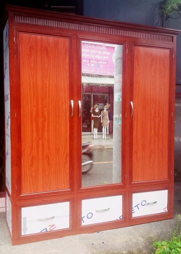 1. Tủ quần áo nhôm kính màu vân gỗ