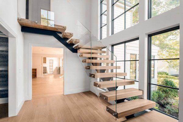 Cầu thang gỗ và kính theo phong cách hiện đại - Nội Thất Nhà Lee