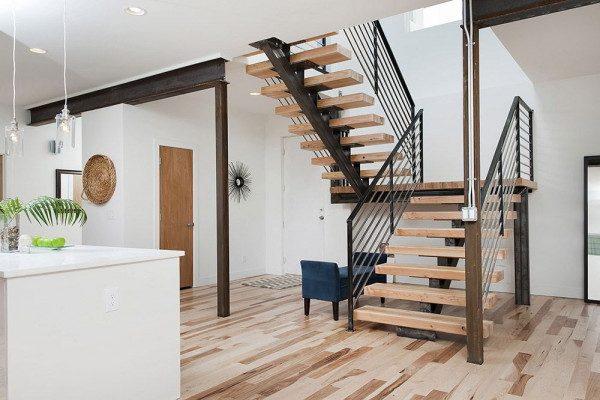Mẫu lan can cầu thang gỗ bằng sắt hiện đại - Nội Thất Nhà Lee